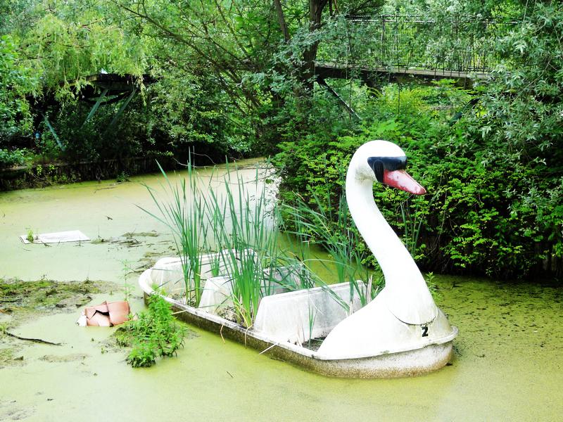 Spreepark Berlin Swan