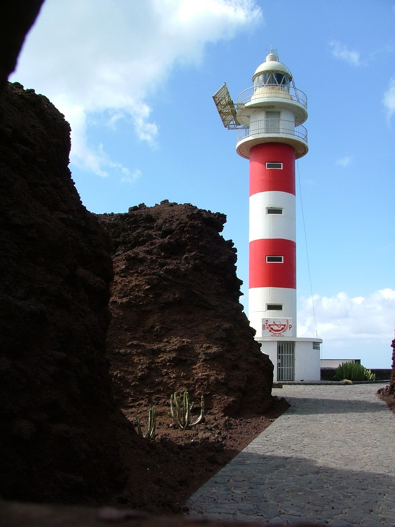 Do we, or don't we? Drive to the Faro de Teno Lighthouse
