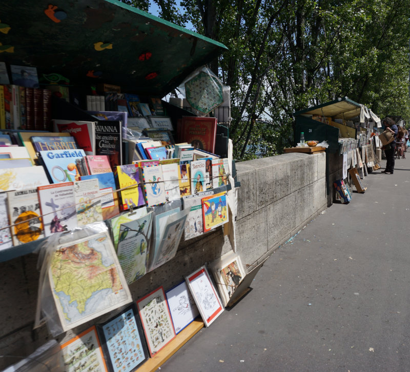 The booksellers along the Seine in Paris – the Bouquinistes of Paris