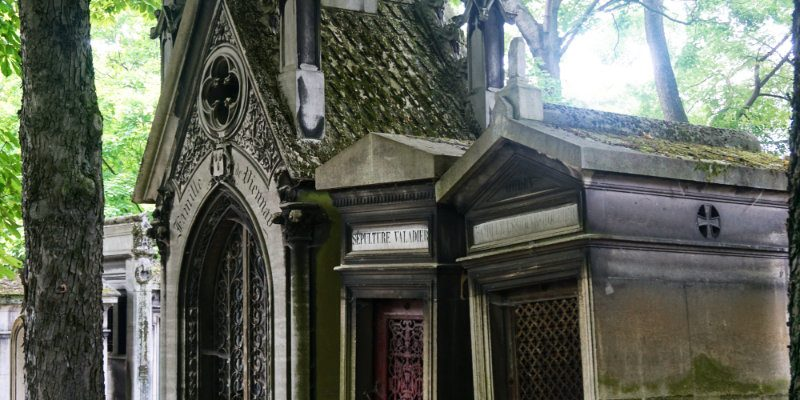 Père Lachaise Cemetary in Paris – time travelling through French funeral traditions