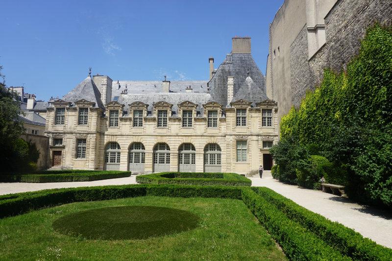 Free guided tour through Paris Marais