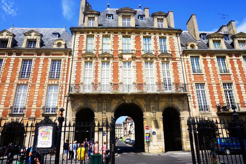 Free guided tour through Paris Marais