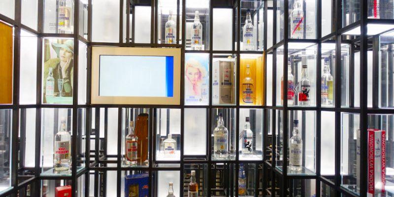 viele Wodkaflaschen Polnisch Wodka Museum