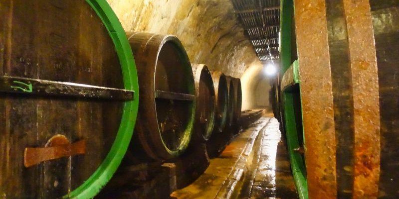 Fässer in der Brauerei